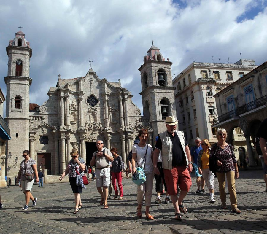 Cathedral Square, Havana, tourism in Cuba