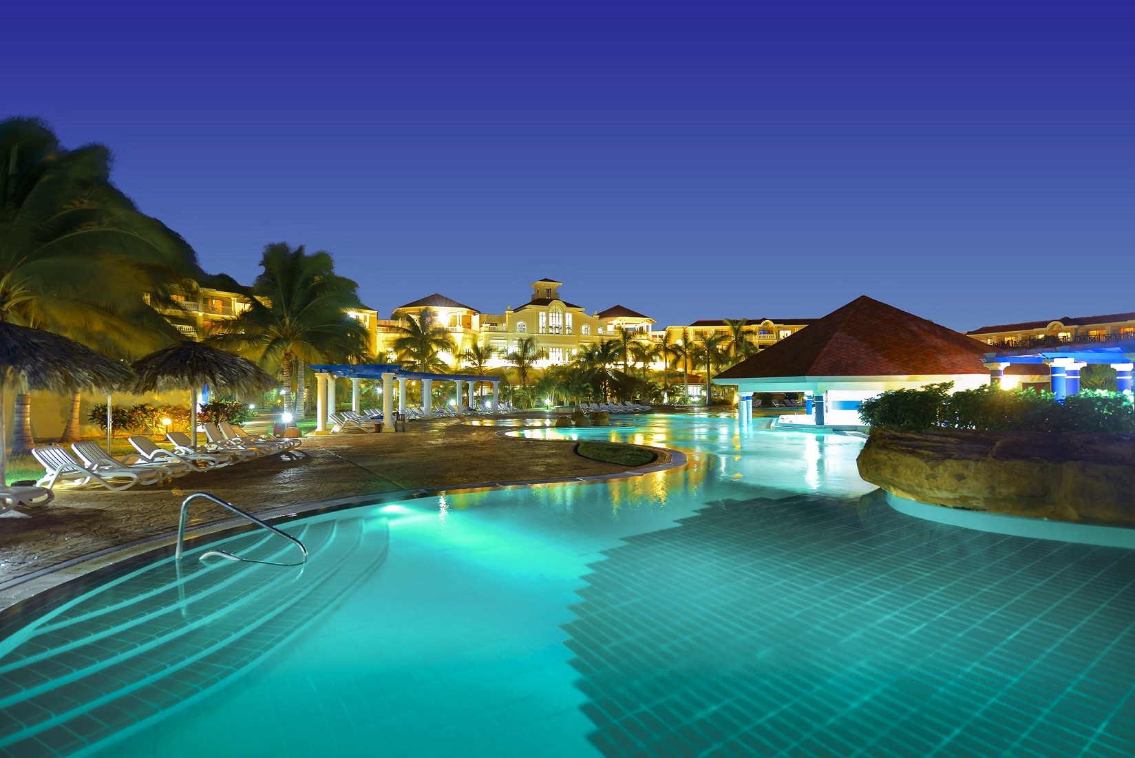 The Luxury Cuban Resort Highlights 814 Ious Guestrooms 6 Pools 4 And 2 Children Nightclub Theater 5 Restaurants Several Bars